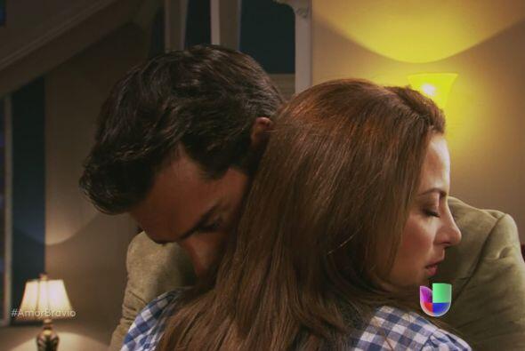 Él se encuentra con Camila, ella insiste en alejarlo, discutir, verlo ma...