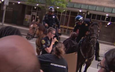 Protestas frente a la jefatura de policía en Houston tras la absolución...