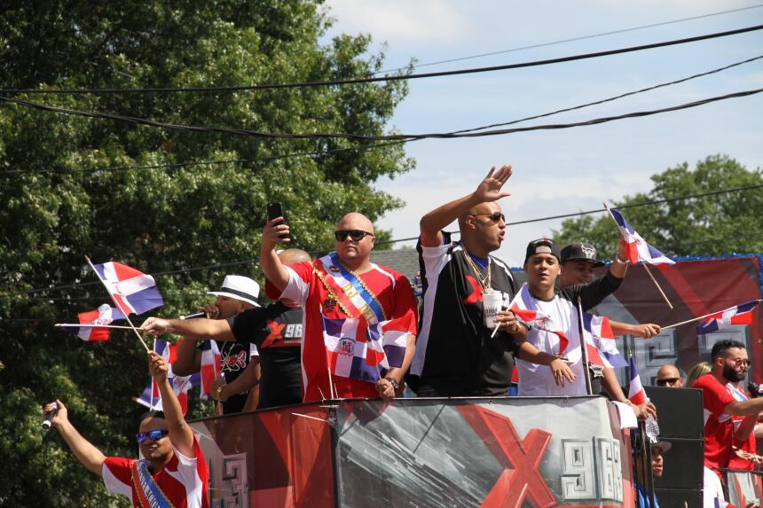 Celebra La X en el Desfile Dominicano en NJ IMG_1944.JPG