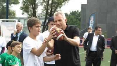 El legendario quarterback encabezó la lucha contra el cáncer de mama.