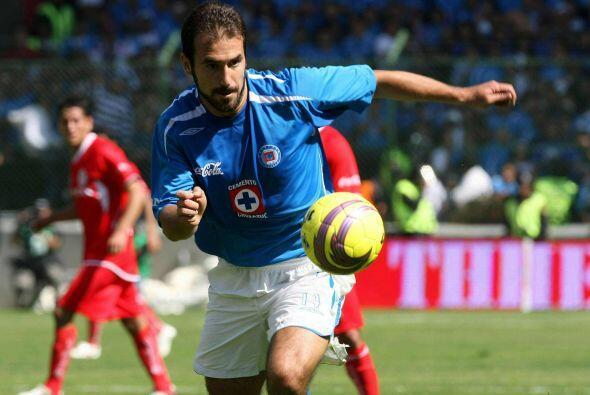 Tras esa temporada el zaguero llegó al Cruz Azul donde tuvo buenas actua...