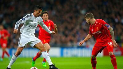 El crack portugués le anotó un golazo a los Reds en Anfield.