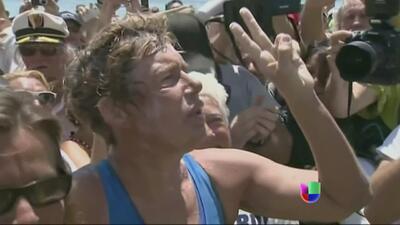 Nadadora de 64 años logra hazaña histórica