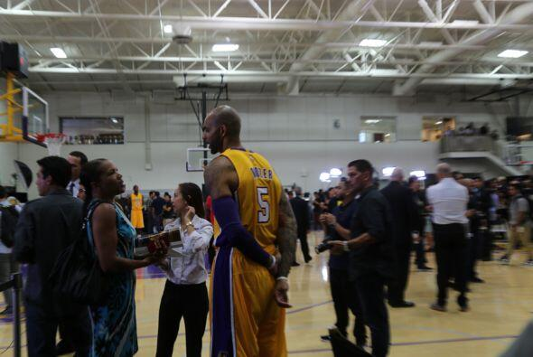 Omar y Argelia Lakers Media Day