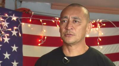 Un deportado cuenta las horas para cruzar la frontera y volver al país que defendió como infante de marina