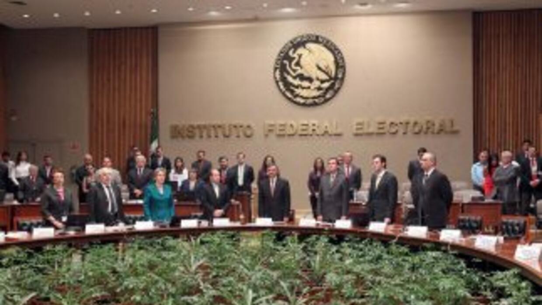 El Partido de la Revolución Democrática (PRD) presentó ante el IFE una q...