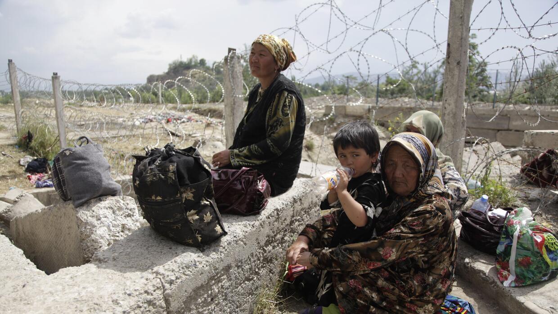 Es la frontera que separa los países de la República Isl&a...