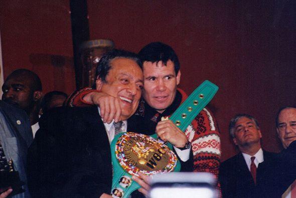 Julio César Chávez mandó sus condolencias a la familia Sulaimán, tuvo gr...