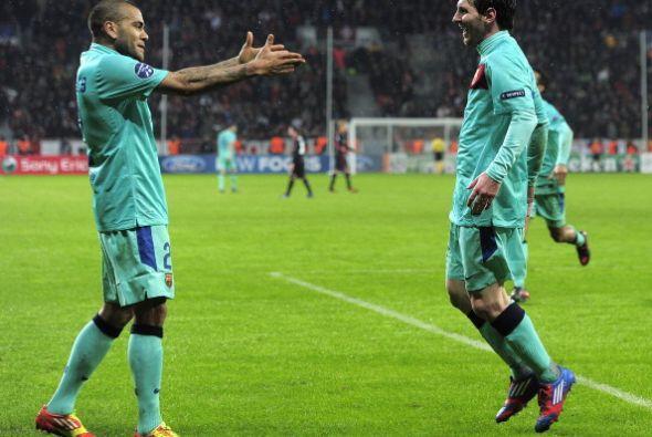 Messi armó una buena jugada con Dani Alves, y la 'Pulga' decretó el 3 a...