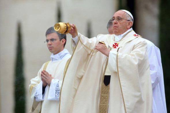 """A este hecho se le ha llamado """"el día de los cuatro Papas""""."""