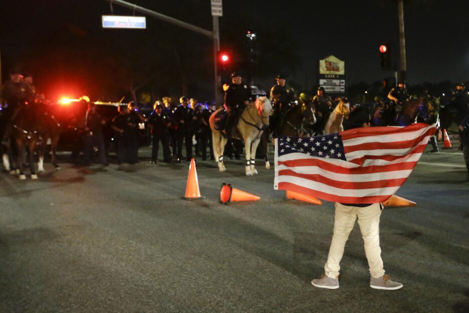 Altercados callejeros en el primer mitin de Trump en California trump7.jpg