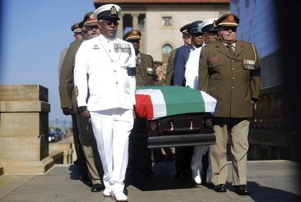 El cuerpo de Mandela será llevado a Qunu, el pueblo en el que creció y v...