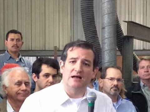 El senador federal Ted Cruz pasó por Houston para impulsar los pe...