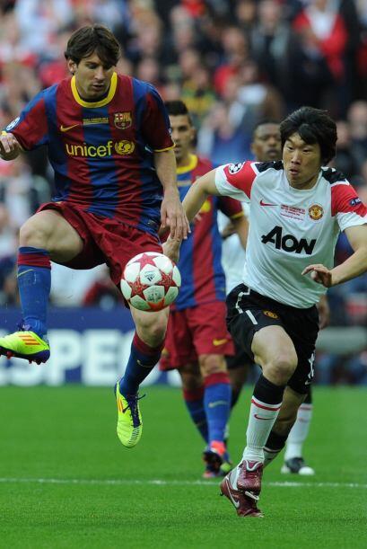 Por el lado del Barcelona, Messi fue de lo más activo en los primeros in...