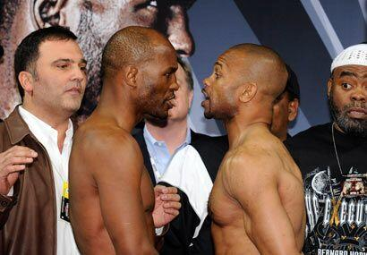 Bernard Hopkins y Roy Jones jr. se vieron frente a frente durante la cer...