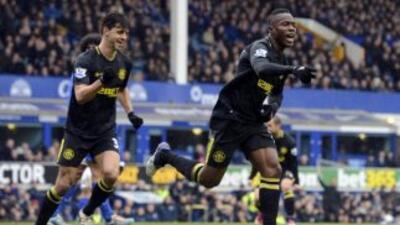 El hondureño Maynor Figueroa celebra el primer gol del Wigan ante Everton.