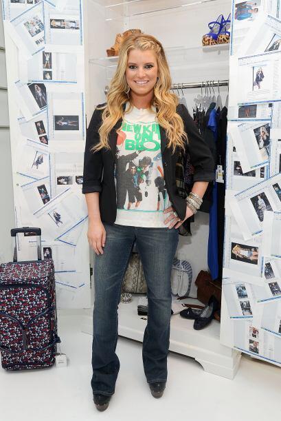 En junio de 2010, presumiendo su nueva línea de jeans.
