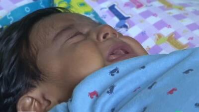 Bebé necesita un trasplante de hígado para curar la enfermedad que le inflama el abdomen