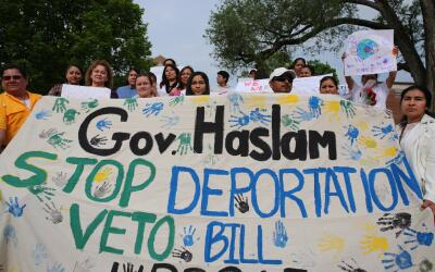 Inmigrantes piden al gobernador de Tennessee que vete la ley HB 2315, el...
