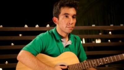 El guitarrista Pablo Pena de Chile. Foto por: Robert Sobree cortesía Q'V...