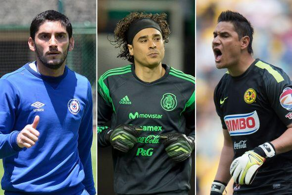 Para el arco, Herrera tiene en Jesús Corona, Guillermo Ochoa, Moisés Muñ...