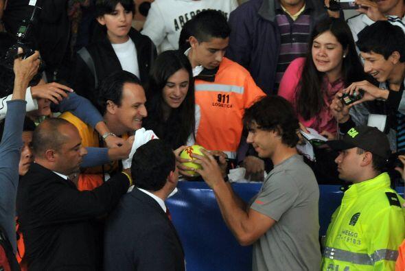 Rafael Nadal repartió autógrafos y causó suspiros.