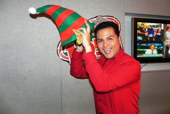 El DJ de La Que Buena 105.1 FM y reportero de Univision Chicago Aurelian...