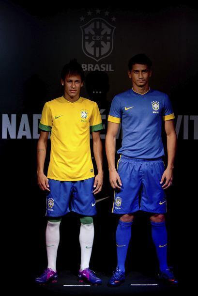 Neymar y Ganso, ambos jugadores del Santos, fueron los encargados de pre...