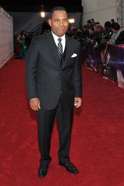 Tony Dandrades fue otro galán en la alfombra roja. Nos encantó el traje...