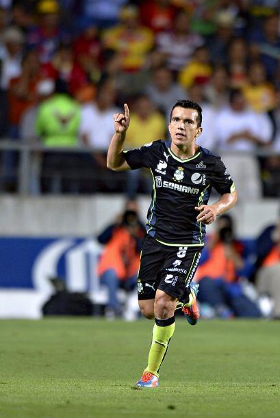 Anotó los goles de Santos ante Morelia al 40' y al 56', uno de tiro libr...