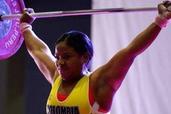 La halterista colombiana Yenny Álvarez implantó dos nuevos...