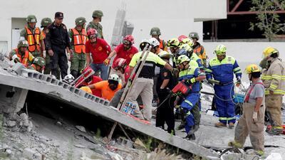 Al menos cinco personas mueren en el derrumbe de un edificio en Monterrey