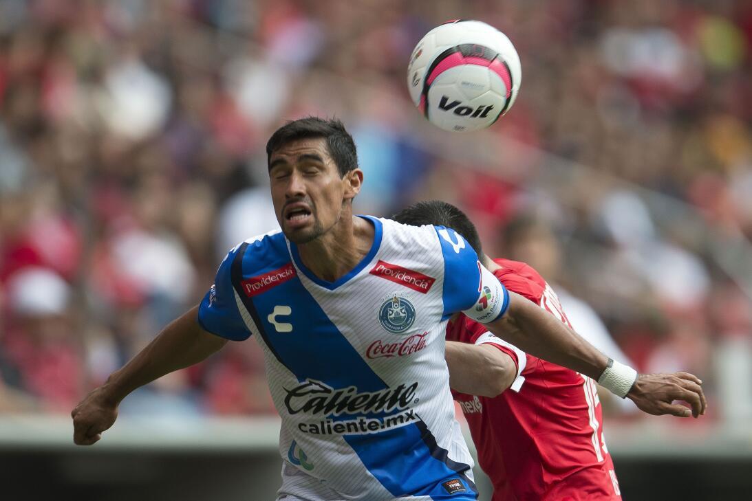 Defensa: Patricio Araújo (Club Puebla) - 10 intercepciones, 37 pases cor...
