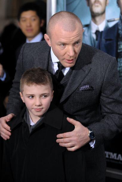 """En diciembre del mismo año, acompañó a su padre a la premiere de """"Sherlo..."""