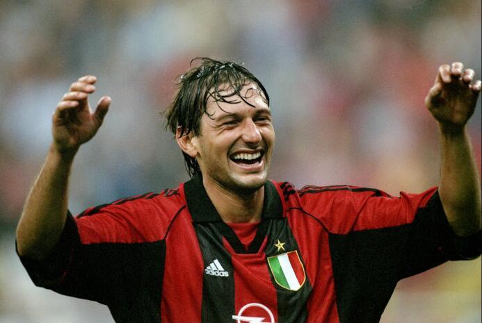 Sin embargo, como jugador le fue mucho mejor ya que consiguió 30 goles,...