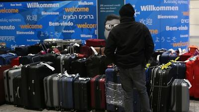 Miles de equipajes extraviados en el aeropuerto JFK a comienzo de año no han llegado a su destino