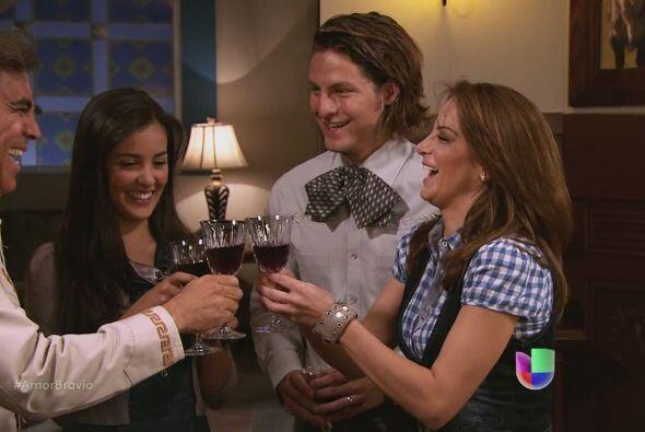 Camila acepta ser la madrina de lazo para la boda entre Hipólito y Pieda...
