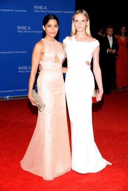Freida Pinto y la modelo Anne V. Mira aquí los videos más chismosos.