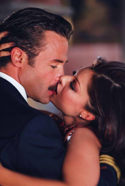 """""""Nora"""" (Yadhira Carrillo) y """"Arturo"""" (Sergio Sendel) se daban besos proh..."""