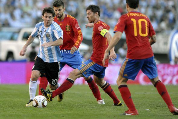 Ante un marco completo de público Argentina recibió al campeón mundial e...