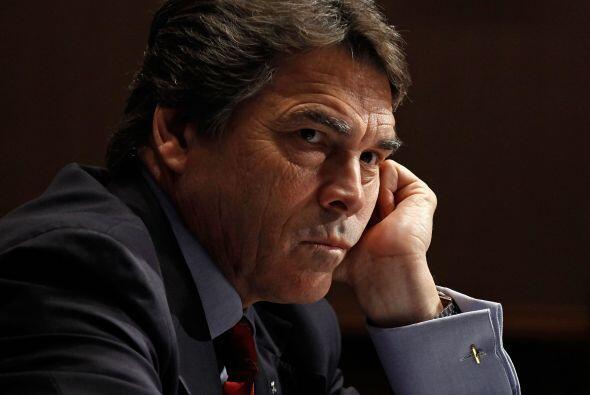 Perry ordenó un recorte del10 por ciento de los gastosdel gobierno est...