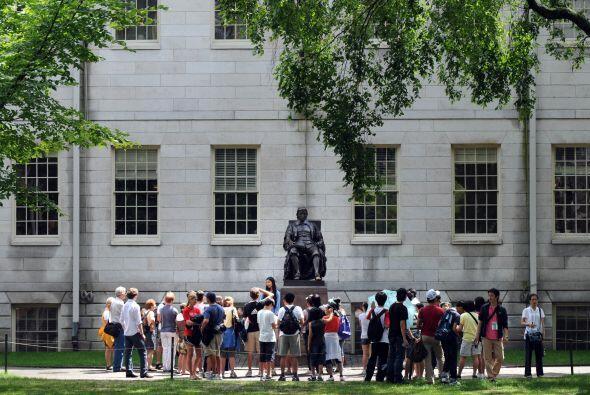 Puesto 2: Harvard University Fundada en 1636, Harvard es la universid...