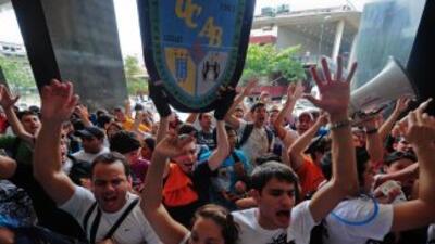 Estudiantes convocan debate presidencial en Venezuela.