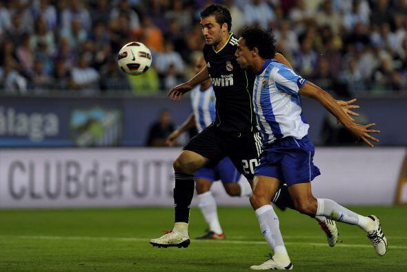 Real Madrid siguió su racha ganadora y se puso de líder on un triunfo co...