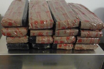 Las 13 libras de heroína negra confiscada por la Patrulla Fronteriza el...
