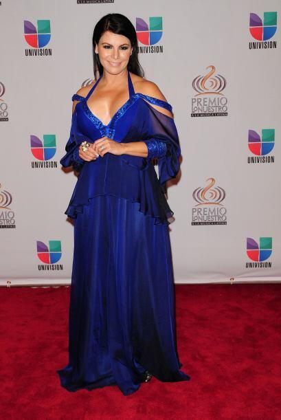 Sin duda el azul fue el color de moda del 2011. Olga Tañón en azul rey.