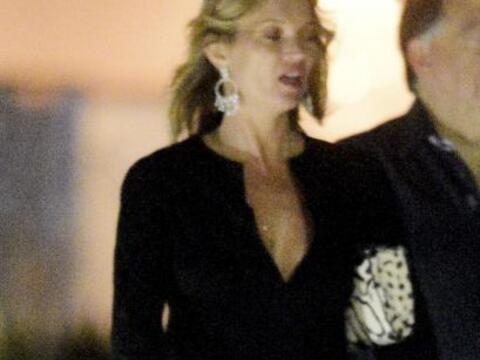 Kate Moss está de vacaciones en St. Barts.  Aquí los video...