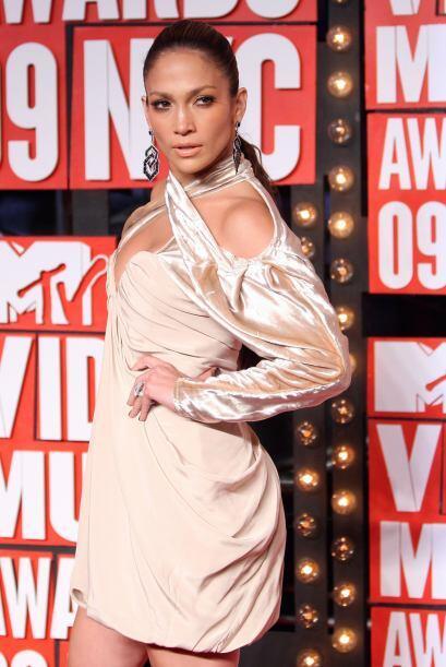 La cantante ha mejorado su look notablemente y ahora es una de las famos...