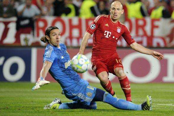 El holandés Arjen Robben culminó una excelente jugada colectiva.