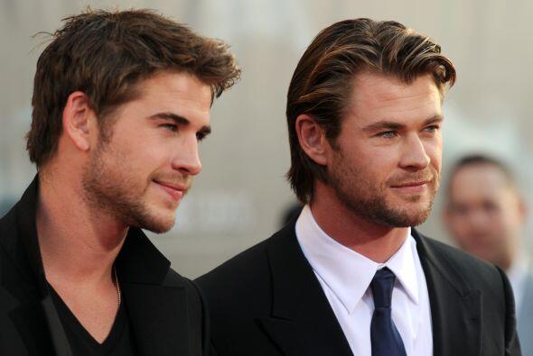 """¿O tal vez prefieres a su hermano, Chris """"Thor"""" Hemsworth? Mira aquí los..."""